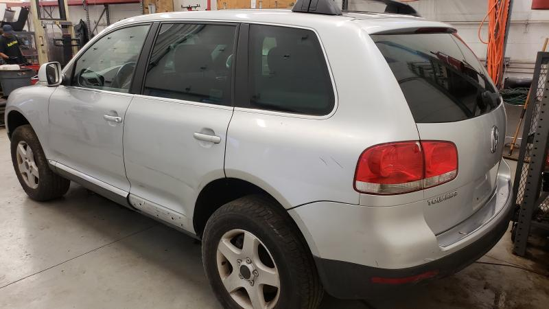 where is the battery on a 2005 vw touareg